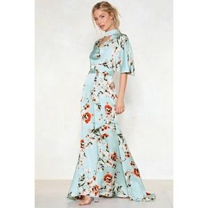 Nasty Gal Collection Queen of Peace Floral dress